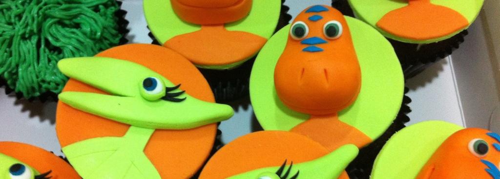 3d fondant dinosaur train cupcakes 1