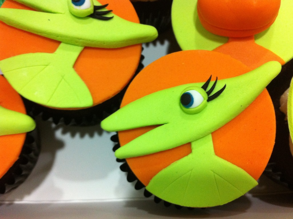 tiny pterandon dinosaur train 3d fondant cupcake